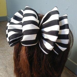 Vintage 80's Big Bow Hair Clip